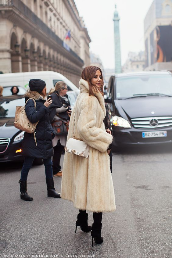 pearl mink long fur coat an dwhite bag