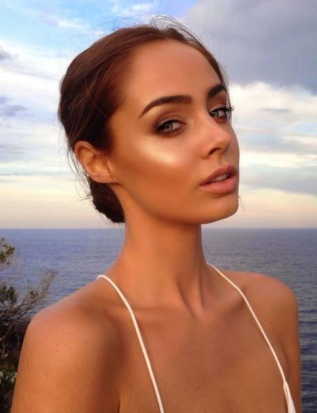 7 Perfect Highlighter Powders Beauty Bloggers Approved For This Summer