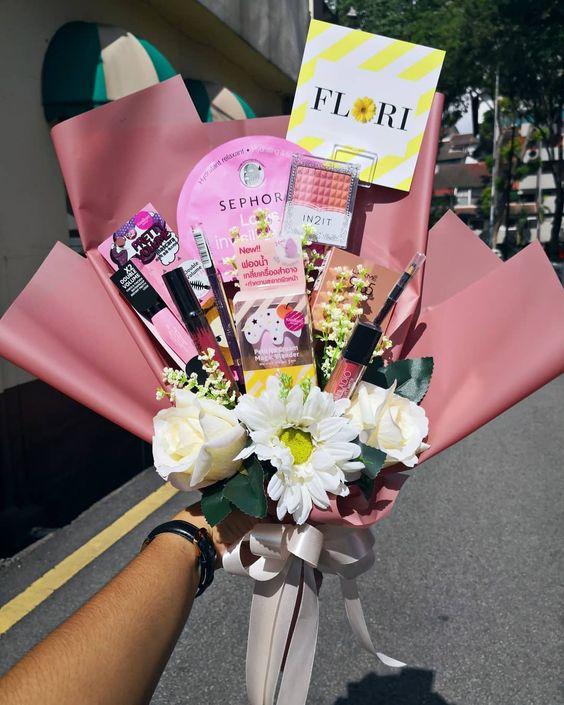 Makeup Bouquet