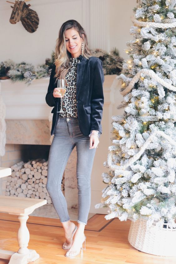 Elegant Ways to Style Your Holidays Outfits