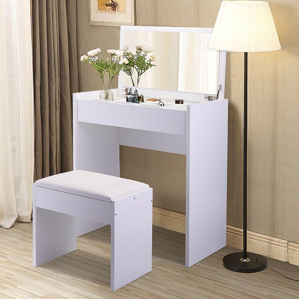 How To Choose The Best Makeup Vanity Table For Small Room