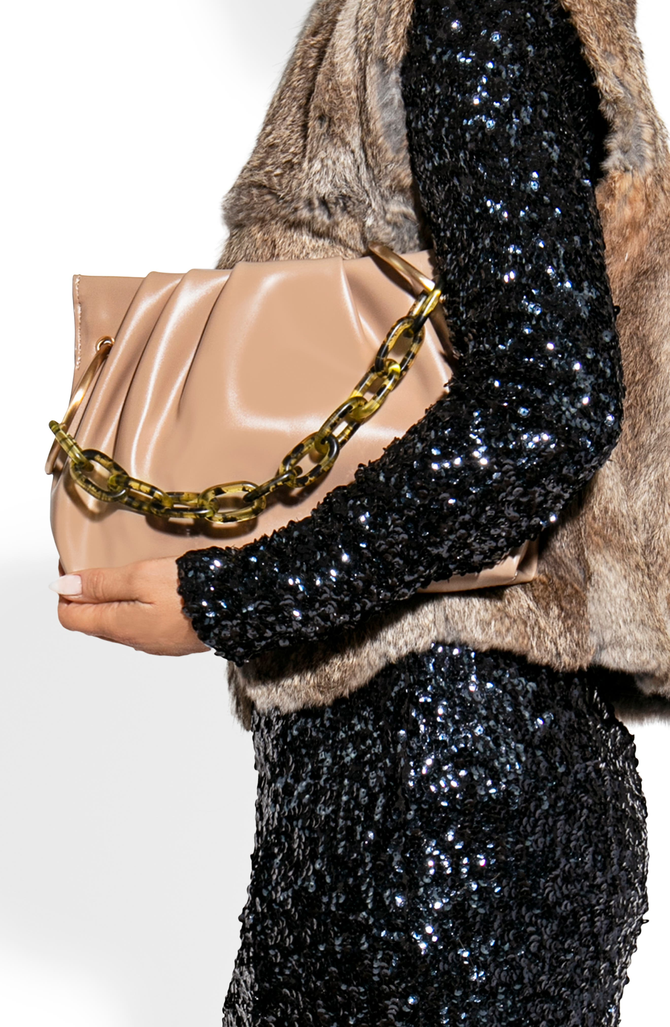 The Slouchy Handbag Trend That We Love And Gonna See Everywhere Next Year